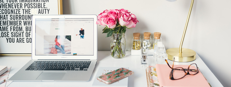 DESK-FLOWERS-PINK-WHITE-MACBOOK-QUOTE.jpg