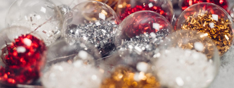 FESTIVE-CHRISTMAS-TINSEL-BAUBLES-SPARKLE.jpg